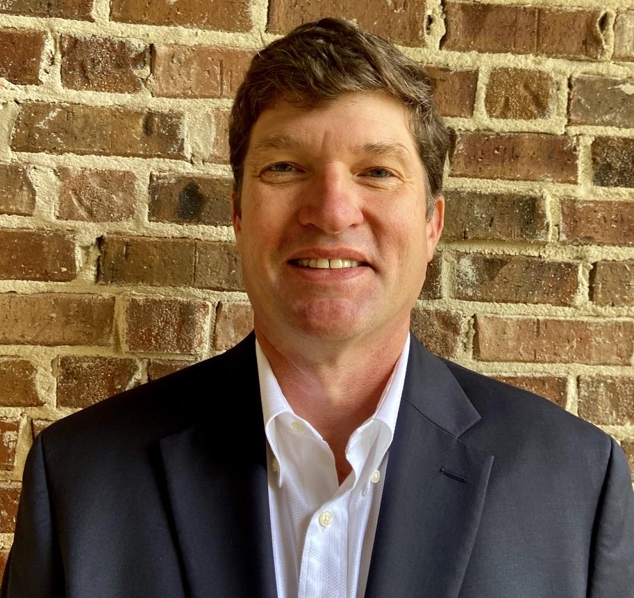 Watershed Geo Stellt Kenny Hughes ein, um neue, patentierte Solartechnologie für Deponien zu leiten
